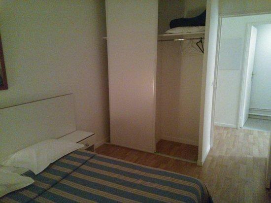 Zénitude Hôtel-Résidences Serena : bedroom