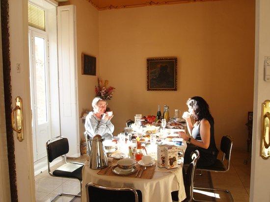 Luxe ontbijt bij Valencia Mindfulness Retreat