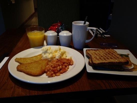 Premier Inn High Wycombe Central Hotel: breakfast