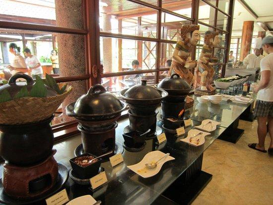 Melia Bali: 朝食 ローカルフードも充実