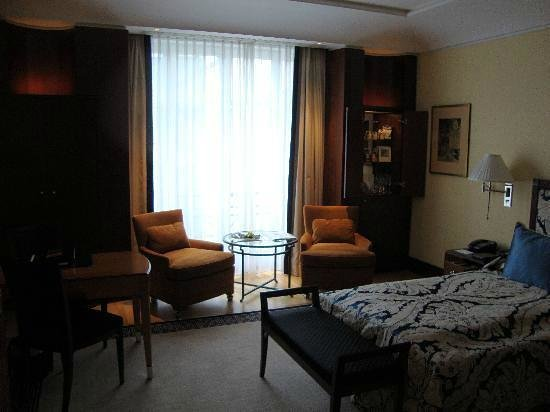 Hotel Adlon Kempinski: The room