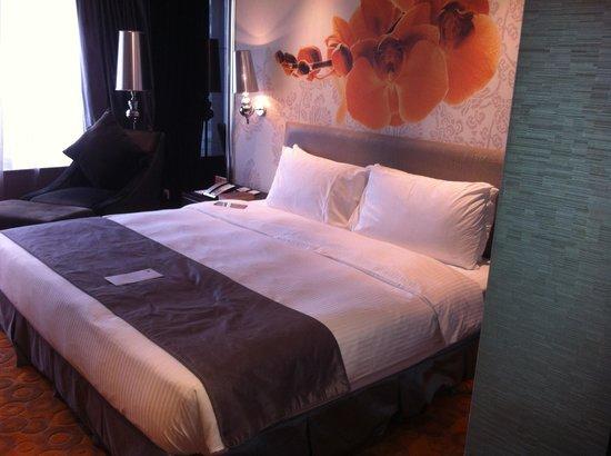 Grand Emperor Hotel: Very comfortable bed