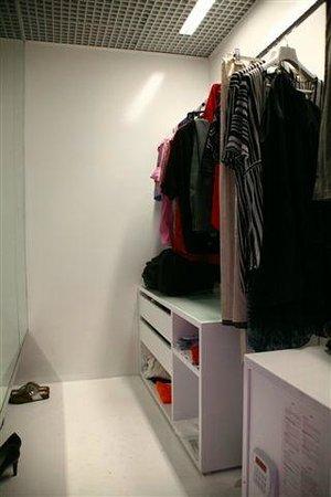 Belek, Turquie : Small Walk-In Closet, Big Safe Box
