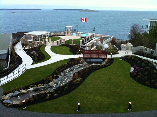 Oak Bay Beach Hotel : From the hotel overlooking the spa and pool area.