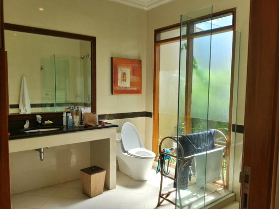 Villa Grasia Resort & Spa: Our bathroom
