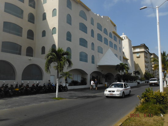 Cozumel Palace: View from the street