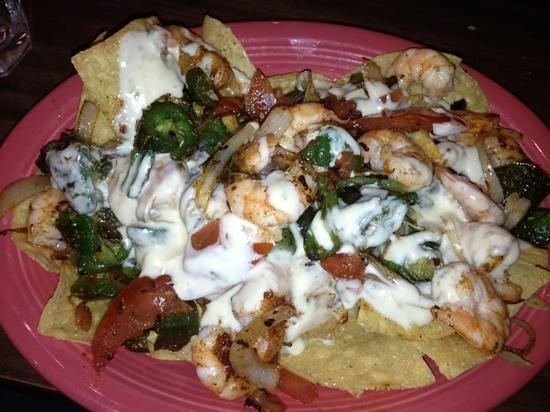 La Pinata : shrimp fajita nachos! delish!