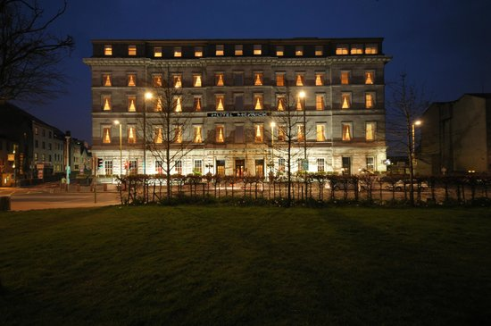 Hotel Meyrick at Night