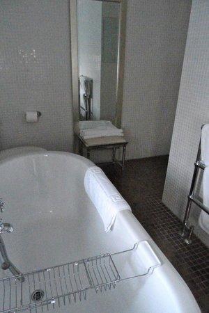 Carnbooth House Hotel: Bathroon