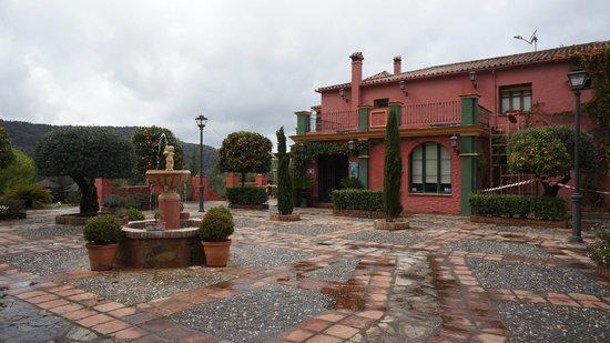 Hacienda La Herriza Hotel: Entrén framför Hacienda la Herriza, en underbar liten oas