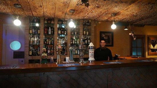 Hacienda La Herriza Hotel: Den yngre av bartenders, mycket trevlig och gästvänlig. Tänk om alla var så som på la Herriza
