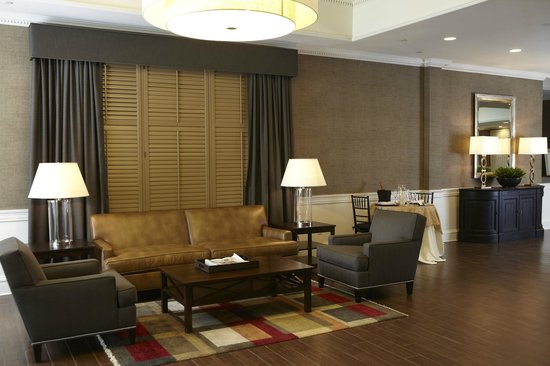 Ethan Allen Hotel: Reception Area