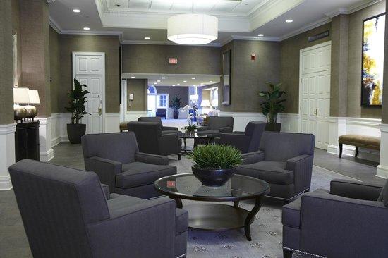 Ethan Allen Hotel: Regency Foyer