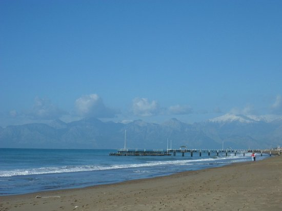 Concorde De Luxe Resort: View from the beach towards Antalya and the mountains