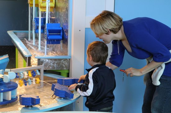 Discovery Place Kids-Rockingham: water table