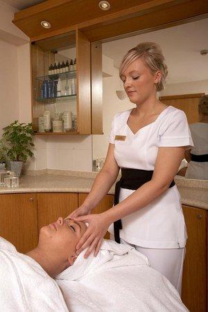 Lakeside Hotel: Luxury Aveda Spa treatments
