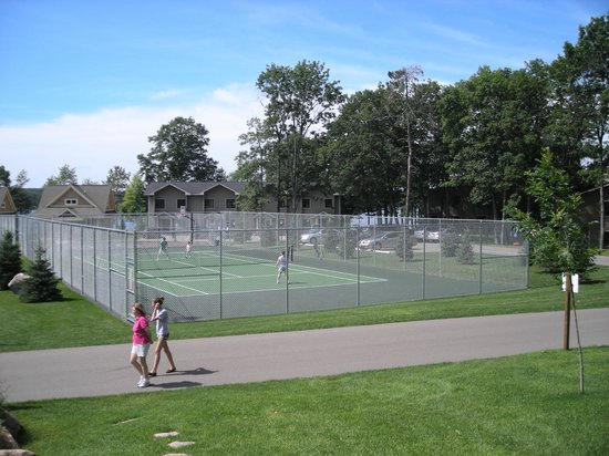 Kavanaugh's Resort: Tennis Anyone?