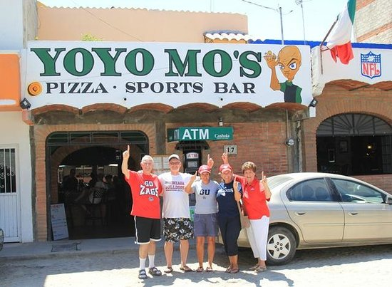 Yo Yo Mo's Pizza and Sports Bar: Zag Nation in Bucerias, Mexico
