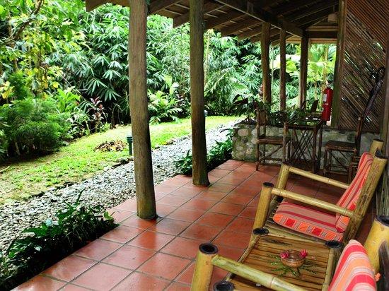 Esquinas Rainforest Lodge: Porch of standard room