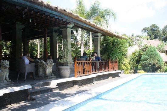 Bali Agung Village: Ontbijt met zicht op het zwembad