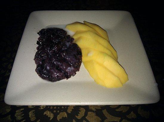 Sweet Rice: Dessert Sweet Black Sticky Rice with Mango