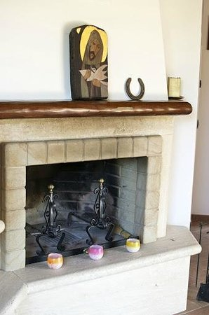 La Pievina: Fireplace