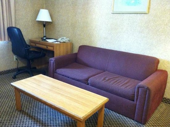 Comfort Inn Moreno Valley near March Air Reserve Base: Suite living rm