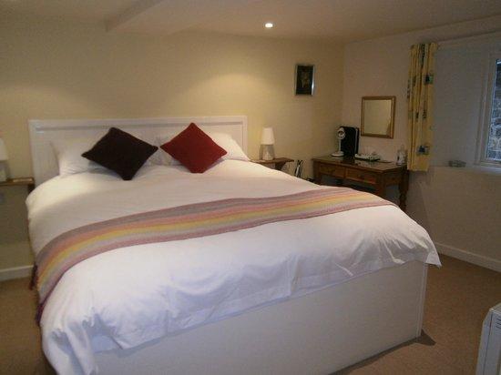 The Resting Post: Primrose Room