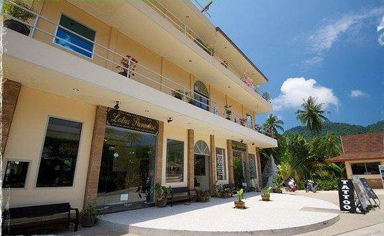 Lotus Paradise Resort: Front of