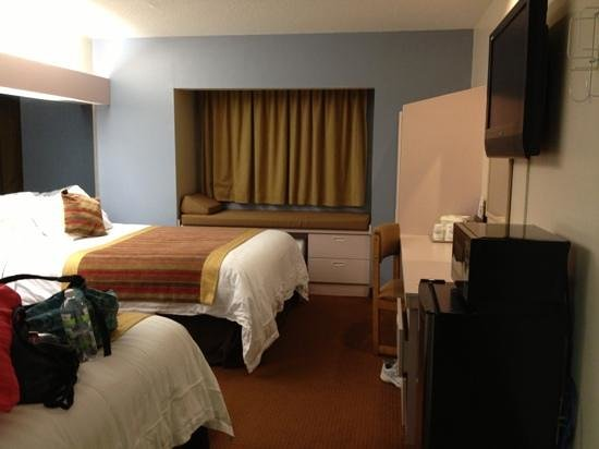 Microtel Inn & Suites by Wyndham Kansas City Airport: pretty