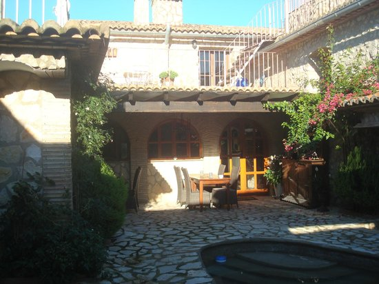 Casa Rural San Miguel Merlich: Hotel & Patio