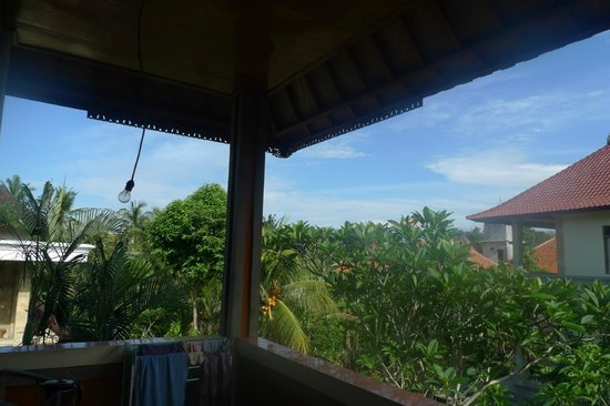 Dewi Ayu Accomodation: balcony