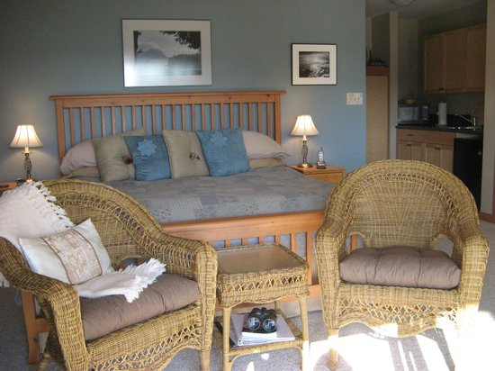 Reef Point Oceanfront B&B: Sea Mist suite