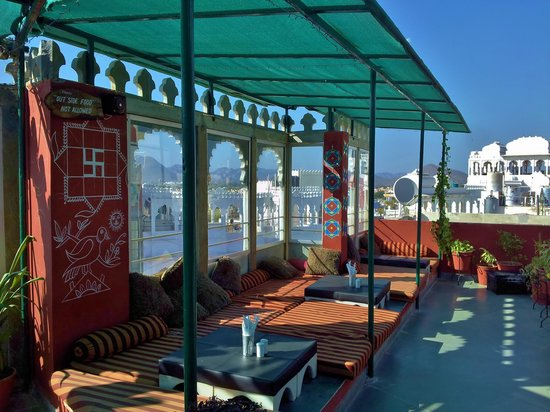 Hotel Udai Niwas: roof top estaurant