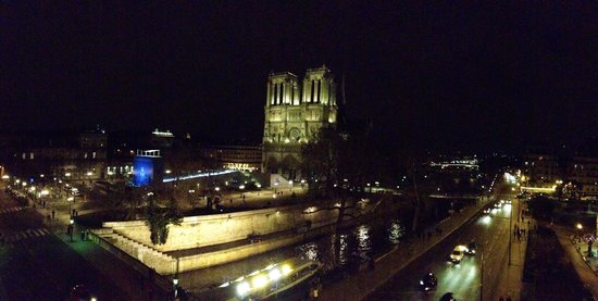 Hotel le Notre Dame: night time view