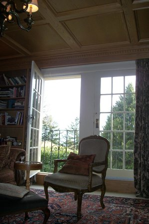 Villa Marco Polo  Inn: The Balcony in the Library