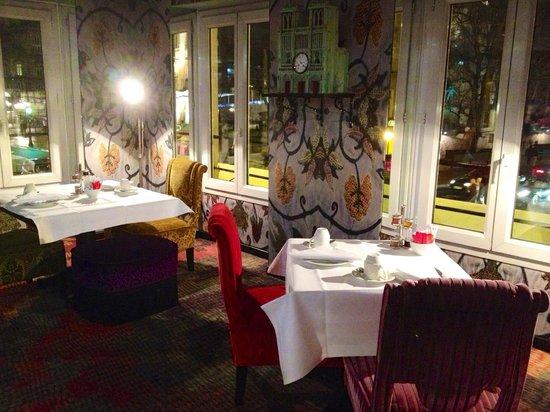 Hotel le Notre Dame: bar area