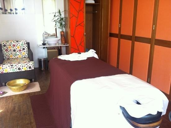 Club Med Bintan Island: clean spa treatment room