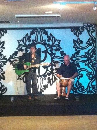 Club Med Bintan Island: live music before dinner at bar