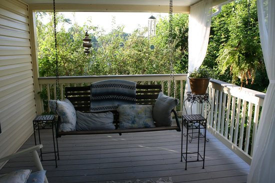 Meadowsweet Gardens Inn: Letting the world go by -relaxing on the porch