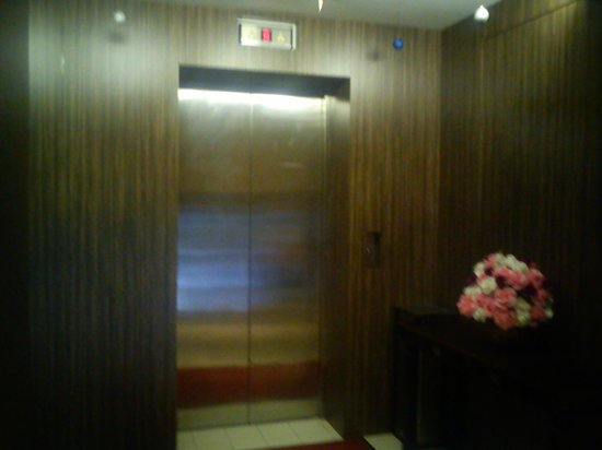 Hotel Sentral: Elevator to new wing