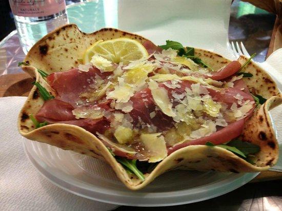 Pansito: Bresaola e rughetta con scaglie di parmigiano