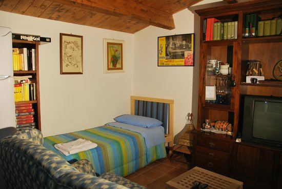 Bed and Breakfast Percorso Verde: Il letto singolo della casetta