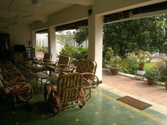 The Bangala: portico prospiciente la camera