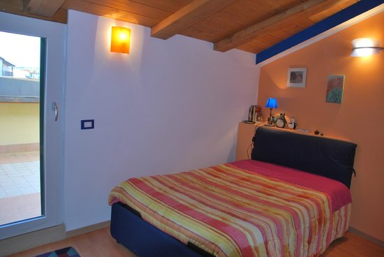Bed and Breakfast Percorso Verde: La camera arancio con terrazza