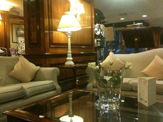 Izan Avenue Louise: Lobby del hotel, muy confortable para trabajar o tomar una copa tranquilamente