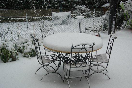 Bed and Breakfast Percorso Verde: Il giardino sotto la neve