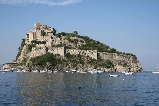 Ischia, Italia: Vista del castello