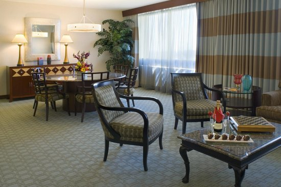 Doubletree by Hilton Anaheim - Orange County: VIP Suite