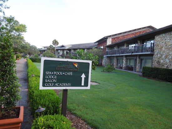 Arnold Palmer's Bay Hill Lodge: Área que vai para os apartamentos.